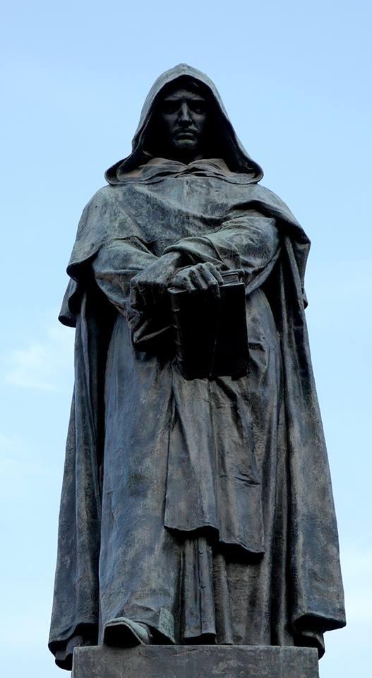 Giordano Bruno szobra a Campo de' Fiorin (Róma)